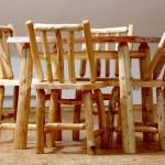 Roubené židle a stoly