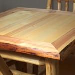 Stůl s přírodní oblinou