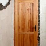 Obklad dveří přírodním kamenem