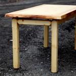 Klasický stůl v přírodním stylu