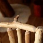 Detail čepu u roubeného nábytku