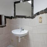 Obklad z přírodního kamene v koupelně