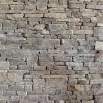 Akumulační stěna z kamene