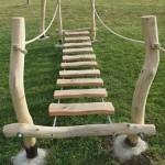 Most dětského hřiště
