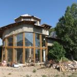 Kamenný dům akumulující teplo ze slunce
